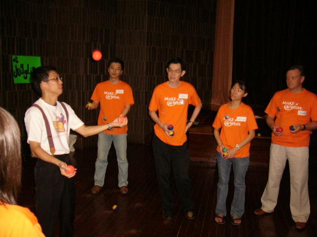 Adults learn how to juggle   JimmyJuggler